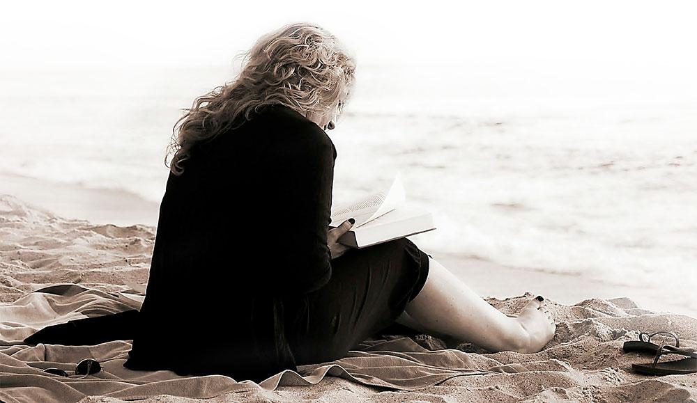 mujer literatura playa
